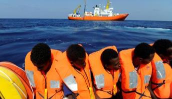 """إسبانيا تقبل مهاجرين من سفينة """"أكواريوس """" بعد اتفاق خماسي الأطراف"""