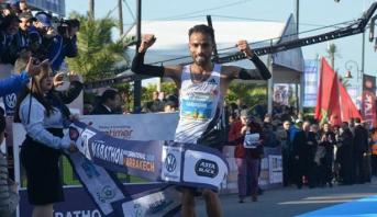 العداء المغربي هشام لقواحي يفوز بلقب الدورة 31 لماراطون مراكش الدولي