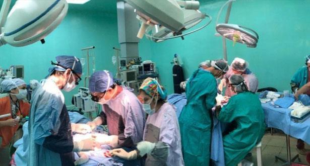 فريق طبي ينجح في فصل توأم سيامي بالأرجنتين