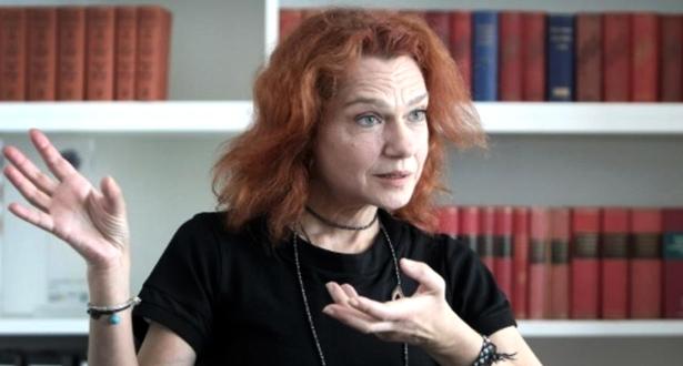 """الإفراج عن كاتبة تركية بعد تبرأتها من تهمة """"الدعاية الإرهابية"""""""