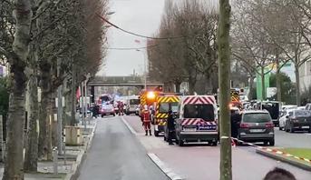 عملية طعن قرب باريس .. مقتل المنفذ وسقوط جرحى