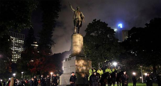 أستراليا .. اعتقال امرأتين بسيدني لتشويه تمثال للمستكشف جيمس كوك