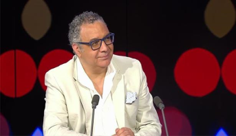 """كاتب مغربي يتوج بجائزة """"التميز الأدبي"""""""