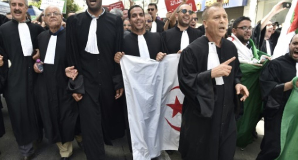 المحامون يتظاهرون في العاصمة الجزائرية للمطالبة باستقلالية القضاء