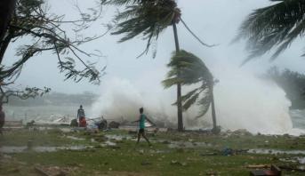 سقوط أول قتيل في الإعصار أمبان في بنغلادش