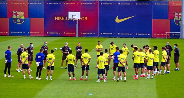 لأول مرة منذ توقف المنافسات .. لاعبو برشلونة يتدربون معا