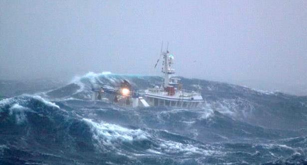تحذير للبحارة بسواحل أكادير بسبب ظروف جوية سيئة