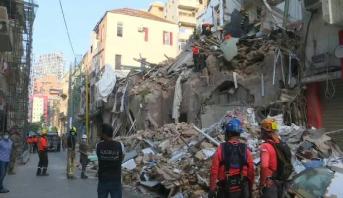 """انفجار بيروت .. رصد """"نبضات قلب"""" تحت مبنى مدمر يحيي أملا بالعثور على شخص حي"""
