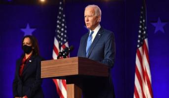 """Biden dénonce l'""""incroyable irresponsabilité"""" de Trump"""