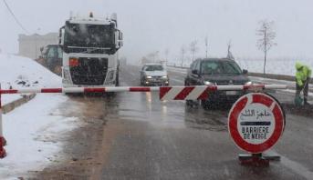 بني ملال .. قطع عدد من المحاور الطرقية جراء التساقطات الثلجية الأخيرة