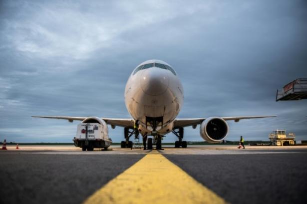 Nouveau revers pour Boeing: des 737 NG cloués au sol après la découverte de fissures
