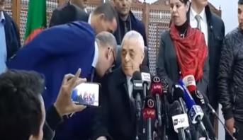 مرشح لرئاسيات الجزائر يتراجع عن ترشحه بعد مكالمة أثناء ندوة صحفية