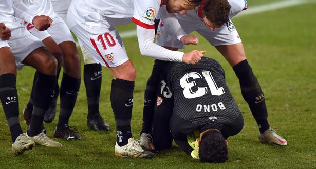فيديو .. بونو يتصدى ببراعة ويقود اشبيلية إلى الفوز على ألافيس