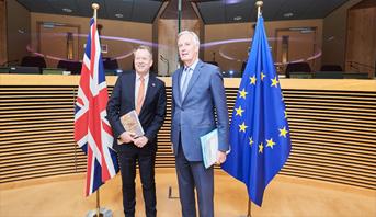 استئناف المفاوضات بين بريطانيا والاتحاد الأوروبي حول علاقتهما بعد بريكست