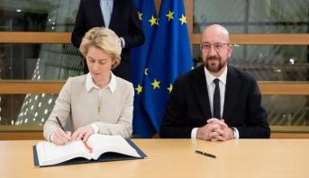 """""""رئيسا المفوضية الأوروبية والمجلس الأوروبي يوقعان اتفاق """"بريكست"""