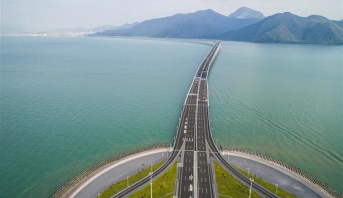 افتتاح أطول جسر مائي في العالم