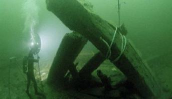 فريق بريطاني يعثر على حطام أقدم سفينة في العالم