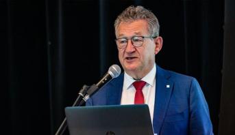 طعن رئيس بلدية مدينة بروج البلجيكية وفتح تحقيق بتهمة محاولة القتل