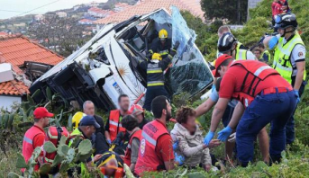 البرتغال .. 28 قتيلا على الأقل في حادث انحراف حافلة للسياح بجزيرة مادير
