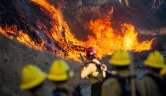 الحرائق تجبر سكان جنوب كاليفورنيا على الفرار