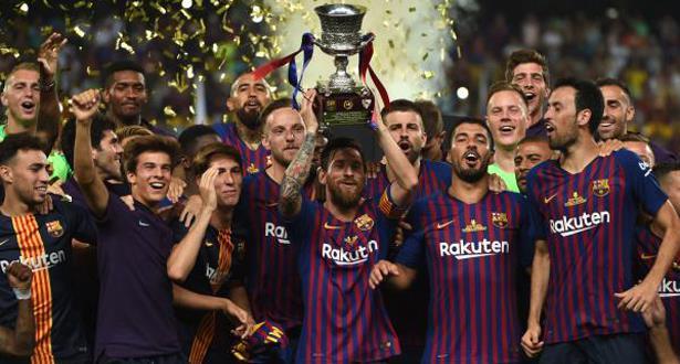 لحظة تتويج فريق برشلونة بالكأس الإسبانية الممتازة بطنجة