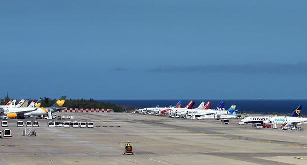 إعادة فتح مطارات جزر الكناري بعد عاصفة رملية شديدة