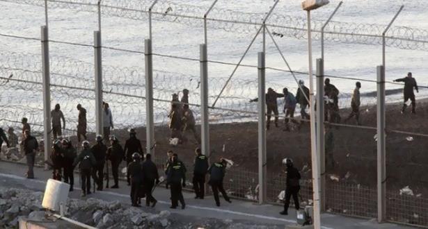 إحباط محاولة اقتحام جماعي لأزيد من 400 مهاجر سري لسبتة المحتلة