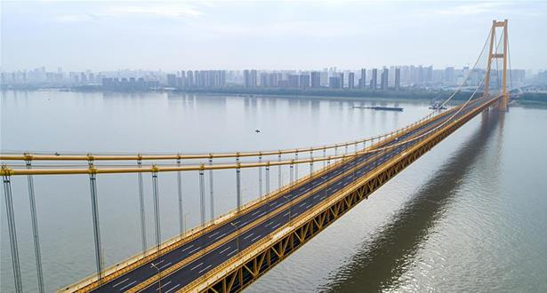 افتتاح أطول جسر معلق من طابقين في العالم أمام حركة المرور