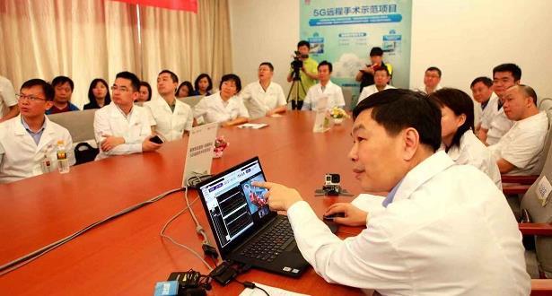 """لأول مرة .. إجراء عملية جراحية عن بعد باستخدام تقنية """"5G"""""""