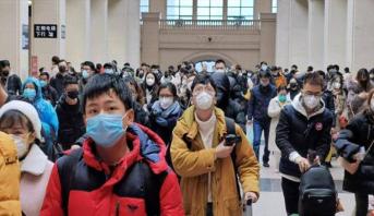 إغلاق مزيد من المدن الصينية مع ارتفاع حصيلة فيروس كورونا المستجد