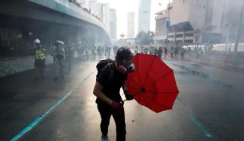 بكين تستدعي السفير الأميركي احتجاجا على توقيع ترامب قانون بشأن هونغ كونغ