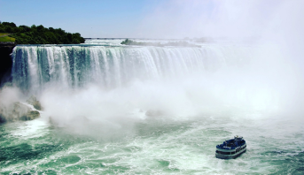 Canada: les chutes du Niagara et la tour CN aux couleurs du drapeau marocain pour célébrer la fête du Trône
