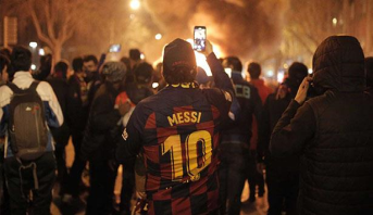"""عشرات الإصابات في برشلونة بين الشرطة ومتظاهرين بعد نهاية """"الكلاسيكو"""""""
