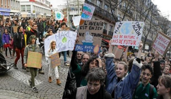 مظاهرات حاشدة في شوارع إيطاليا للمطالبة بالحد من التغير المناخي