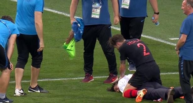 فيديو طريف لاحتفاء أحد لاعبي كرواتيا بمدربه بعد التأهل