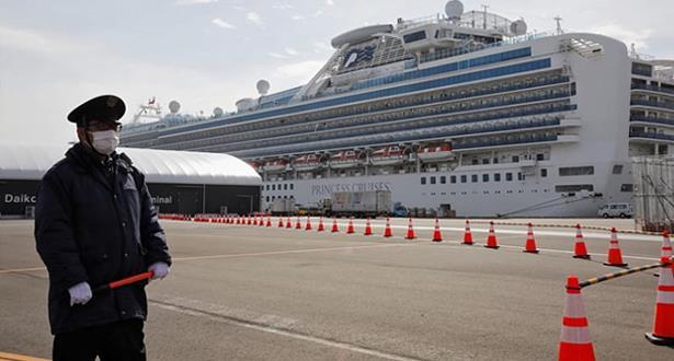 44 إصابة جديدة بفيروس كورونا على متن السفينة السياحية قبالة اليابان