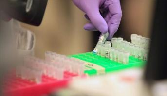 اتفاق بين شركتين سويسريتين لتطوير علاجين مضادين لكوفيد-19