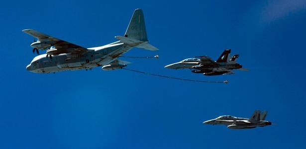اصطدام بين طائرتين لسلاح الجو الأمريكي أثناء عملية تزود بالوقود جوا
