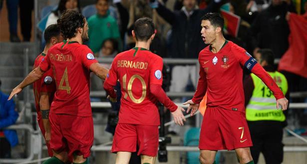 رونالدو يسجل ثلاثية في فوز البرتغال ويقترب من هدفه الدولي رقم 100
