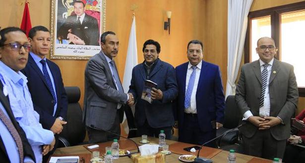 """الداخلة.. تقديم كتاب """"البوليساريو: سقوط الورقة الأخيرة"""" للإعلامي المصري هاني أبوزيد"""