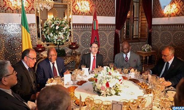 الملك محمد السادس يقيم مأدبة عشاء على شرف الوزير الأول المالي