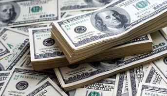 الدولار يتجه إلى أكبر انخفاض أسبوعي في 7 أشهر