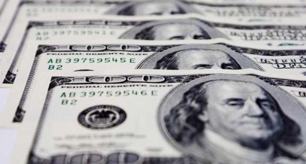 الدولار يفقد مكاسبه مع تفاقم المخاوف بفعل انتشار فيروس كورونا