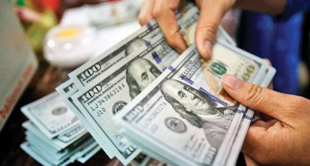 الدولار يتجه نحو تحقيق مكسب أسبوعي بفضل آمال محادثات التجارة