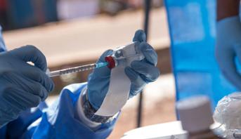 """Un premier vaccin contre Ebola """"pré-qualifié"""" par l'OMS"""