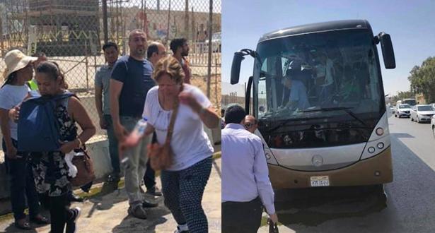 مصر.. 17 جريحا في انفجار استهدف حافلة سياح قرب الأهرامات في القاهرة