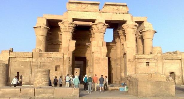 اكتشاف لوحتين أثريتين تعودان للعصر البطلمي في مصر