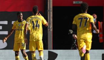 بطولة إنجلترا .. فوز أول لأرسنال بعد العودة بهديتين من حارس ساوثمبتون