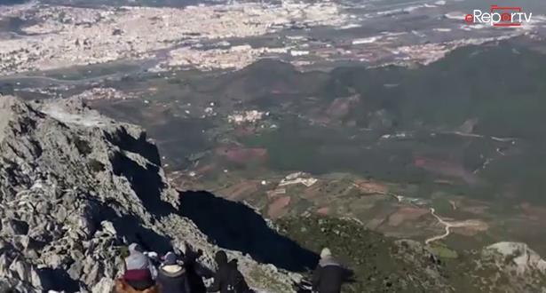 إطلالة على تطوان و النواحي من قمة جبل بوزيتون (1215م) الذي اكتسى حلة بيضاء