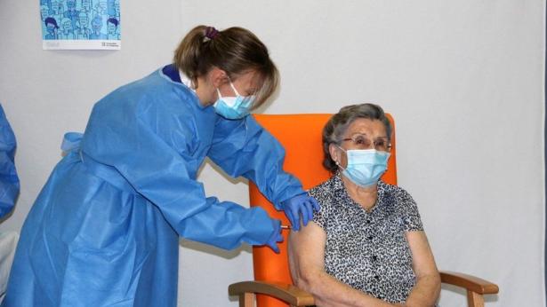 Vaccins: l'Espagne commence à administrer la deuxième dose